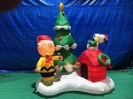 6' Gemmy Airblown Inflatable Charlie Brown, Snoopy, and Woodstock Christmas Tree Scene
